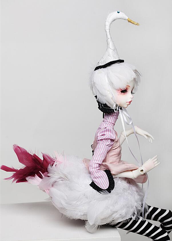 Doll-Chateau-Queena-1.jpg