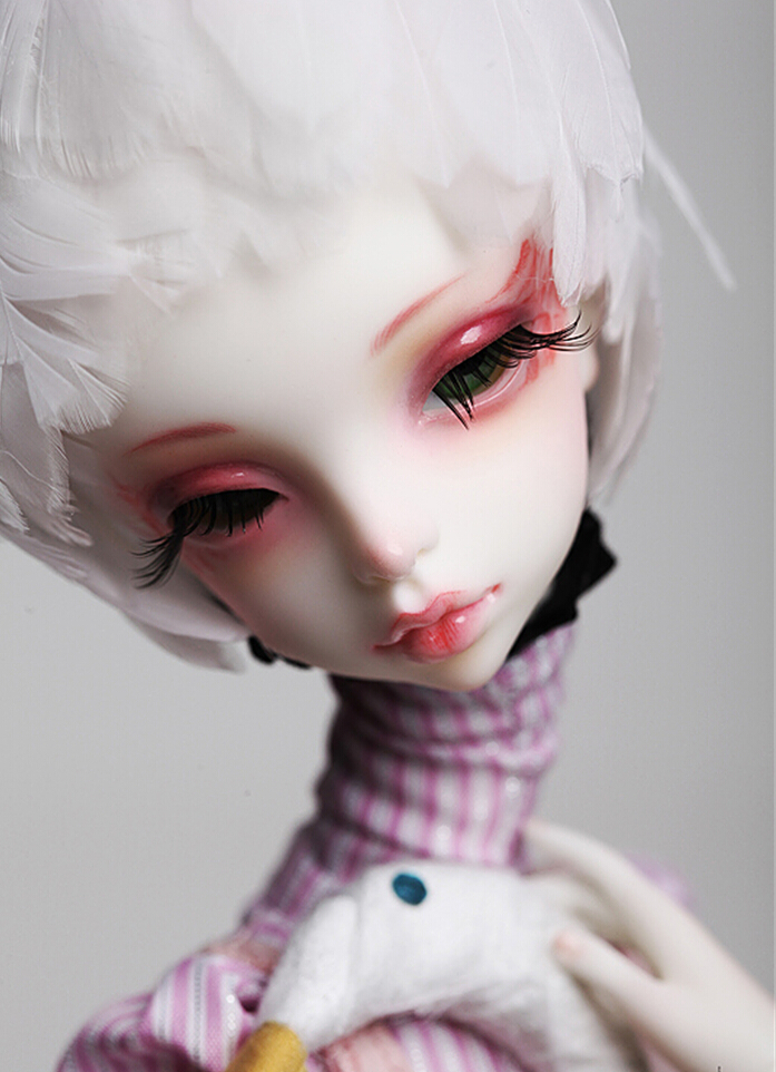 Doll-Chateau-Queena-4.jpg