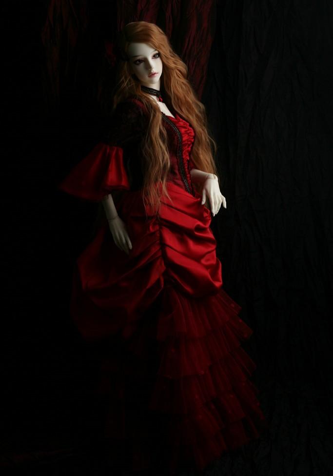 SOOM-Eden-The-Vampire-Lover-4.jpg