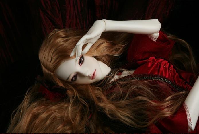 SOOM-Eden-The-Vampire-Lover-5.jpg