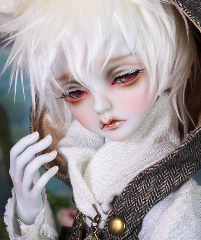 peakswoods-white-rabbit-1.jpg