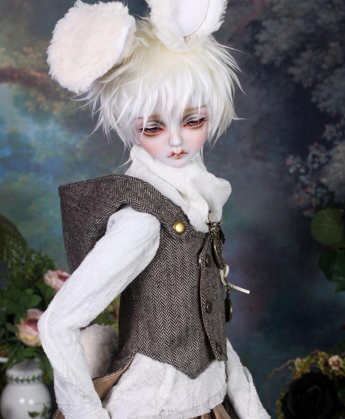 peakswoods-white-rabbit-5.jpg