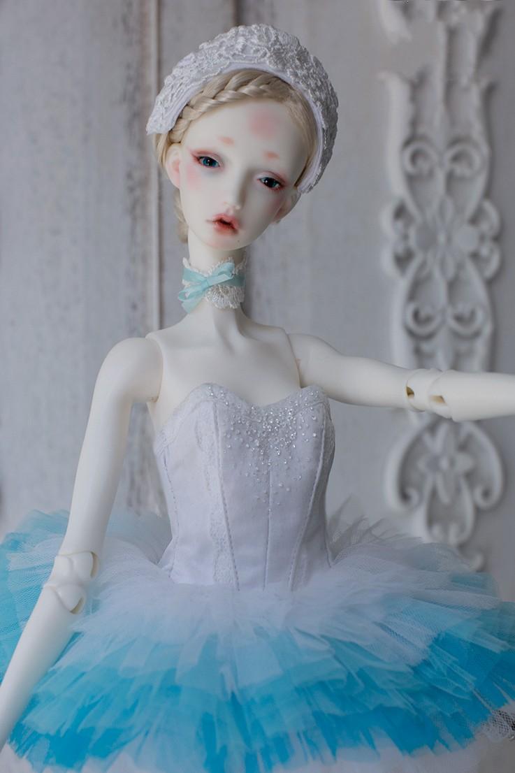 white-Swan-4.jpg